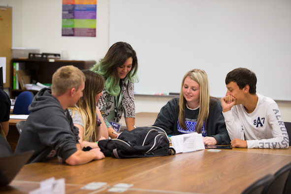 A study group in the Grizzly Tutoring Lab.