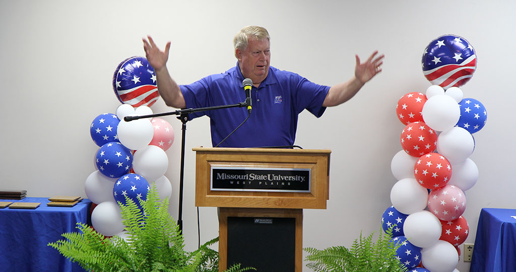 GRIZZLY BOOSTER CLUB President Bo Pace welcomes everyone to the 2017 Grizzly Sports Reception. (Missouri State-West Plains Photo)